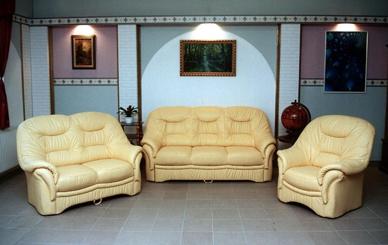sopron xiii klassische sitzgarnituren m bel bodi. Black Bedroom Furniture Sets. Home Design Ideas